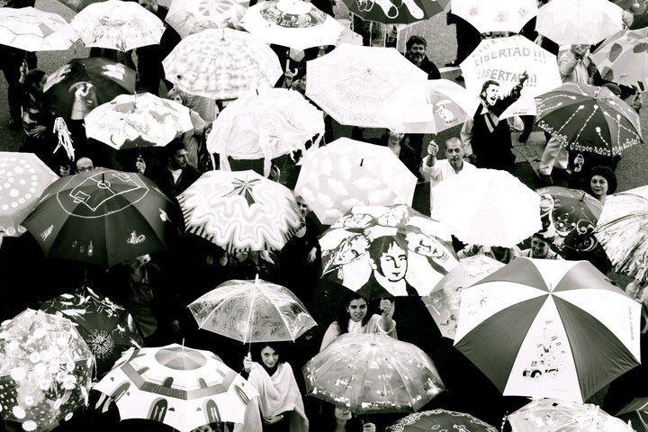 LUCIA TORRES «Paraguas del Cabildo en el Bicentenario» - Año 2011