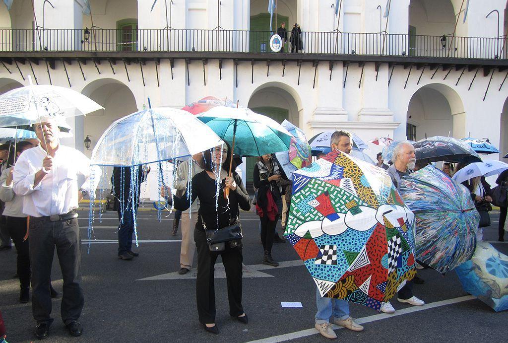 LUCIA TORRES «Paraguas del Cabildo en el Bicentenario» Año 2011