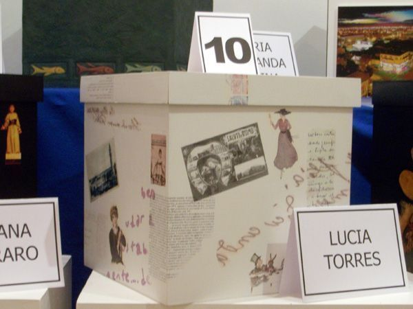 LUCIA TORRES «JUEGOS Y JUGUETES V» Caja 01 - 30x26,1cm - Museo de Arte «Eduardo Minnicelli» Año 2006