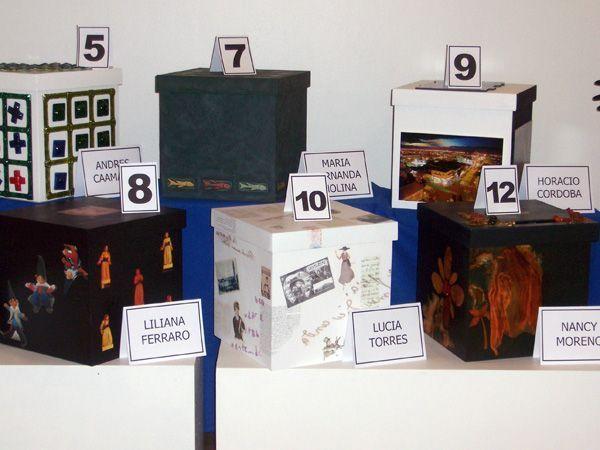 LUCIA TORRES «JUEGOS Y JUGUETES V» Museo de Arte «Eduardo Minnicelli» Año 2006